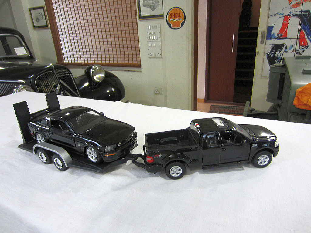 Ford F-150 with Ford Mustang GT 2006 in trailer